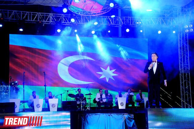 Bakıda Dövlət Bayrağı Günü münasibətilə möhtəşəm konsert təşkil olunub (FOTO) - Gallery Image