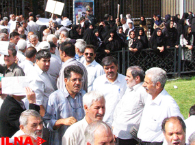 Iran's textile factory workers stage another protest in front of Parliament
