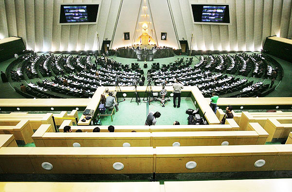 Парламент Ирана аннулировал сделку правительства с Центробанком