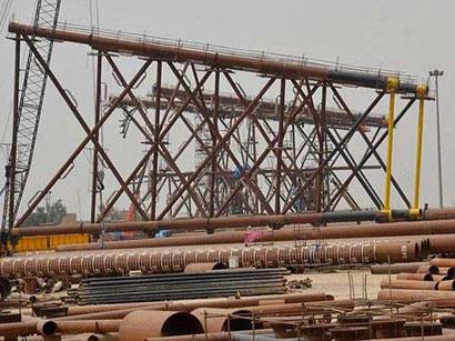 Oil platforms being built in Iran