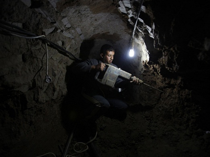 Egyptian forces flood Gaza tunnels with water