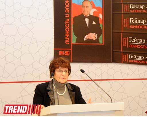 В Баку состоялась презентация многотомного романа-исследования «Гейдар Алиев. Личность и эпоха» (ФОТО) - Gallery Image