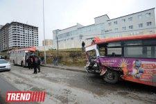 В Баку перевернулся пассажирский автобус, пострадали 11 человек  (ФОТО) - Gallery Thumbnail