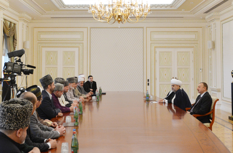 """Azerbaijani President receives participants of """"CIS Muslims for peace and sustainable development"""" conference (PHOTO)"""
