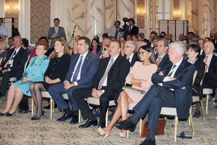 Prezident İlham Əliyev: Azərbaycan çox fəal xarici siyasət yürüdür (FOTO) - Gallery Image