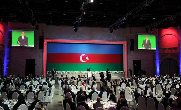 Президент Азербайджана принял участие в официальном приеме в связи с Днем Республики (ФОТО) - Gallery Image
