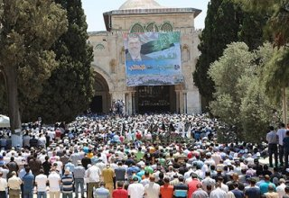 Palestinians protest inside Al-Aqsa in support of ousted Morsi