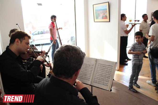 """В Баку открылась выставка Наргиз Бабаевой """"Вдохновение"""": """"На холсте можно остановить время"""" (фотосессия) - Gallery Image"""