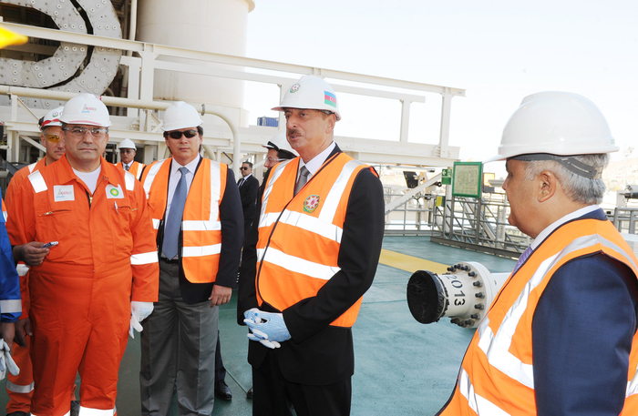 """Azerbaijani President inspects construction and installation work at """"West Chirag"""" platform (PHOTO) - Gallery Image"""