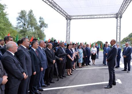 Ильхам Алиев: В каждом городе Азербайджана реализуются инфраструктурные проекты, ведется работа для того, чтобы людям жилось комфортно (ФОТО)