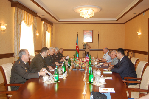 Azerbaijani Defense Minister meets with American Guard commander