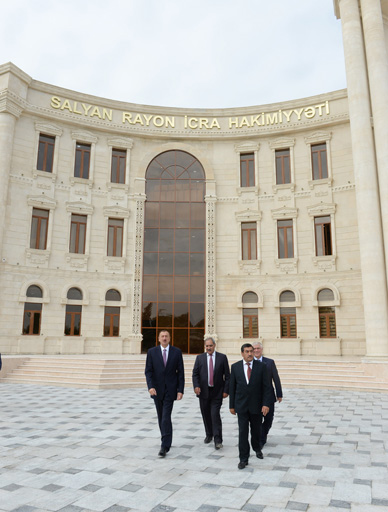 Azerbaijani President attends opening of new building of Salyan District Executive Authorities (PHOTO) - Gallery Image