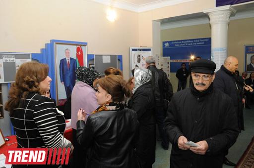 В Азербайджане избиратели голосуют на выборах президента (ФОТОСЕССИЯ) - Gallery Image