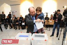 Azerbaijani presidential candidate Araz Alizadeh casts his vote at election (PHOTO) - Gallery Thumbnail