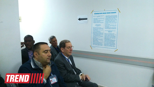 U.S. ambassador to Azerbaijan familiarizes with voting process at presidential election (PHOTO) - Gallery Image