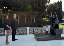Azerbaijani President and his spouse pay respect to national leader Heydar Aliyev (PHOTO) - Gallery Thumbnail