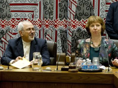 Zarif, Ashton discuss issues of mutual interest in Davos
