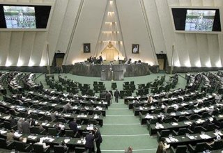 Iranian parliament approves increase of salaries