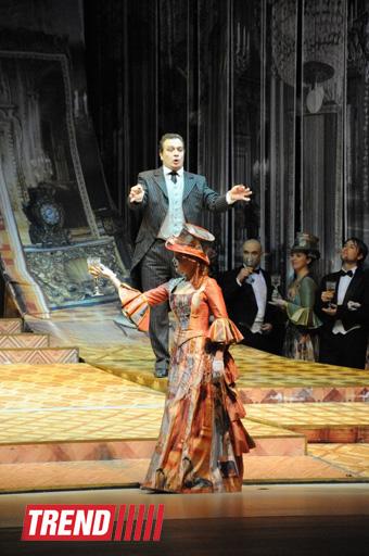 """Leyla Əliyeva Heydər Əliyev Mərkəzində italyan bəstəkar Umberto Cordanonun """"Sibir"""" operasına tamaşa edib (FOTO) - Gallery Image"""
