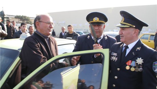 В Баку продолжаются рейды против водителей автобусов и такси, нарушающих требования закона (ФОТО) - Gallery Image