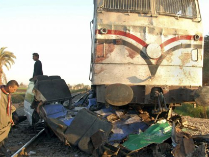 At least 10 people killed in Egyptian train crash