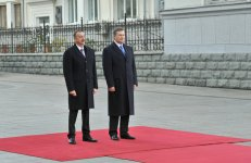 Official welcome ceremony of Azerbaijani President Ilham Aliyev takes place in Kiev (PHOTO) - Gallery Thumbnail