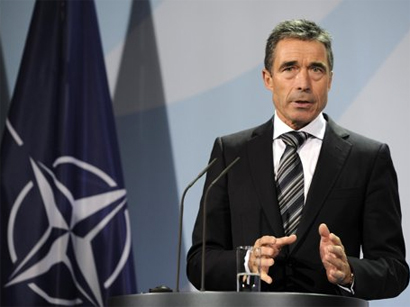"NATO chief urges Russia to ""step back from brink"""