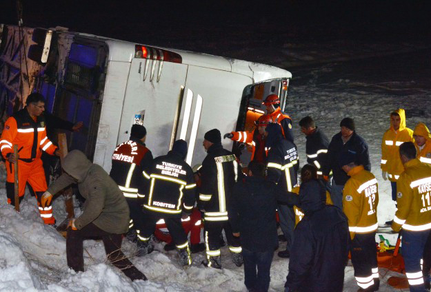 Bus overturns in Turkey, victims reported