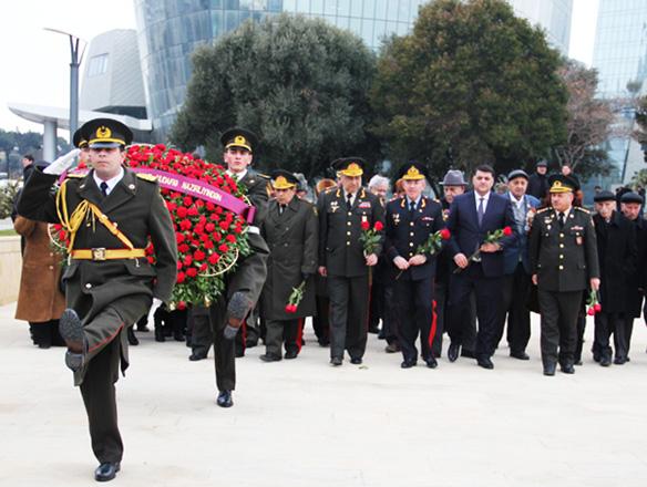 İki dəfə Sovet İttifaqı Qəhrəmanı Həzi Aslanovun xatirə mərasimi keçirilib (FOTO) - Gallery Image
