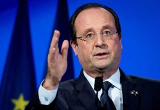 French officer accidentally fires during Hollande's speech