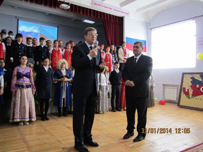 Бакинские школьники представили спектакль, посвященный дружбе Азербайджана и России (фото) - Gallery Image