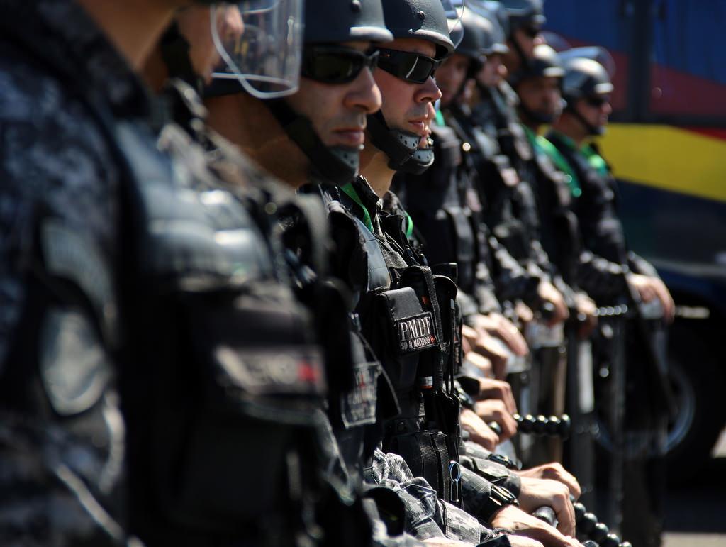 В зал заседаний нижней палаты парламента Бразилии ворвались протестующие