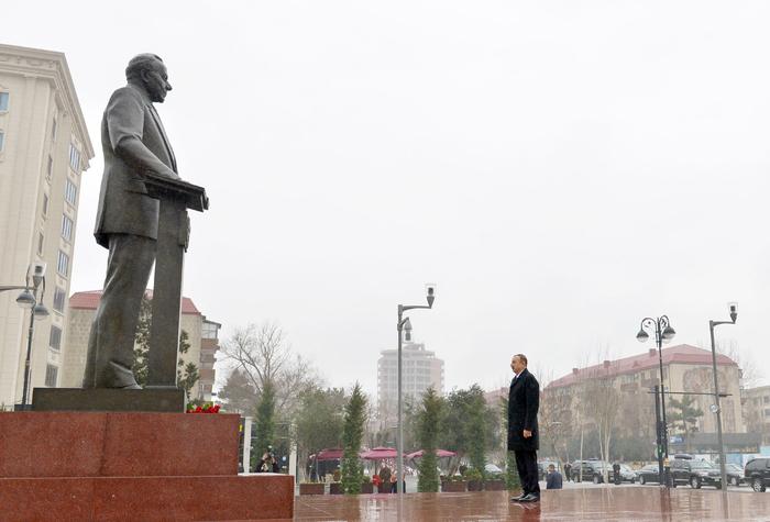 Президент Ильхам Алиев посетил памятник Гейдара Алиева в Сумгайыте (ФОТО) - Gallery Image
