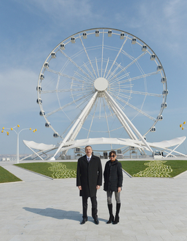 Azerbaijani president and his spouse attend opening of modern amusement ride in Baku - Gallery Image