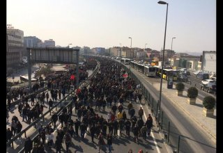 Police prevents protesters' movement towards Istanbul's central square