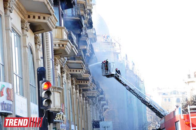 Large shopping center building bursts into flame in Baku (UPDATE-3) (PHOTO-VIDEO) - Gallery Image