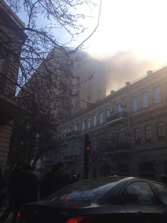 Building above Sahil subway station bursts into flame in Baku (UPDATE) (PHOTO) - Gallery Image