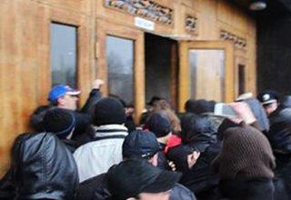 Протестующие освободили здание областной прокуратуры в украинском Луганске