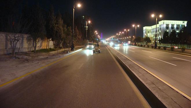 Восстановлено движение транспорта на одном из крупных проспектов Баку (ФОТО)