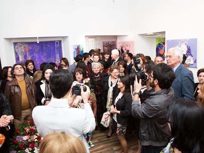 """Выставка """"Violet"""" Мехрибан Шамсадинской: открытость к экспериментам и неожиданным решениям (ФОТО) - Gallery Image"""