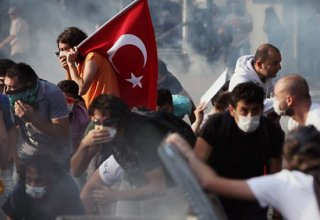 One person killed in Istanbul's protest action