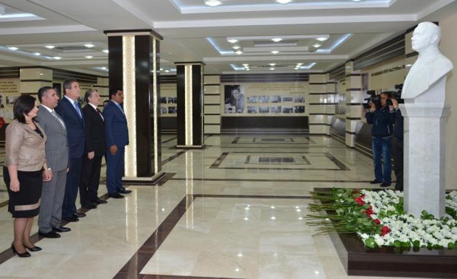 """""""Heydər Əliyev və Azərbaycanda milli intibah dövrü"""" mövzusunda """"dəyirmi masa"""" keçirilib (FOTO) - Gallery Image"""