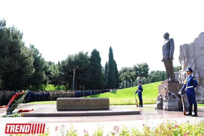 Azerbaijan's public marks 91st anniversary of birth of national leader Heydar Aliyev - Gallery Image
