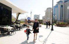 Azerbaijani president, his spouse attend Flower Festival in Baku (PHOTO) - Gallery Thumbnail