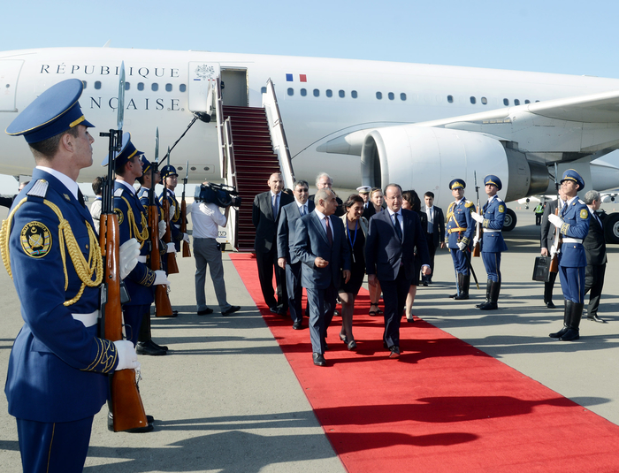 French president arrives in Azerbaijan with official visit