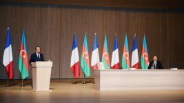 President Aliyev: Azerbaijani-French relations to develop progressively in future (PHOTO) - Gallery Thumbnail