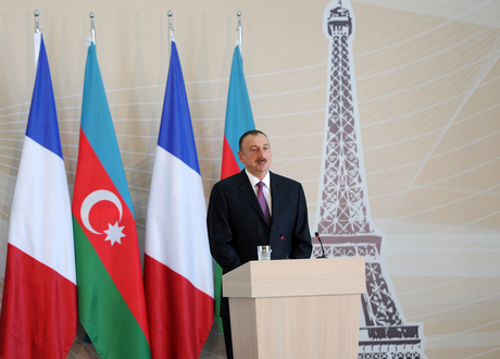 Ilham Aliyev, Francois Hollande, and First Lady Mehriban Aliyeva observe construction of French Lyceum in Baku - Gallery Image