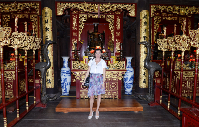 Azerbaijan's First Lady Mehriban Aliyeva visits Temple of Literature in Vietnam (PHOTO)