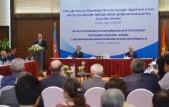 President Ilham Aliyev met in Hanoi with Vietnamese students educated in Azerbaijan - Gallery Thumbnail