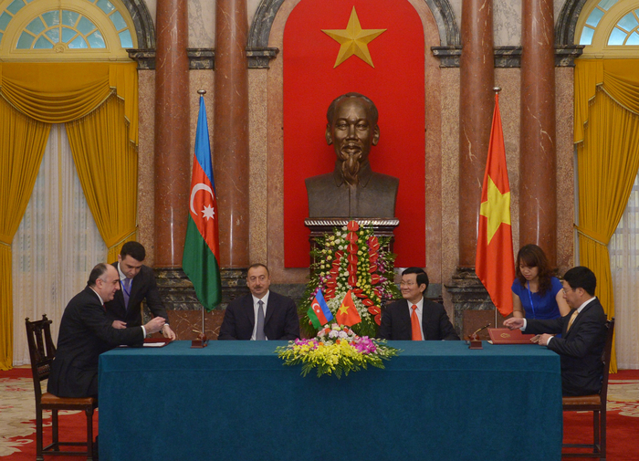 Azerbaijan, Vietnam sign documents (PHOTO)